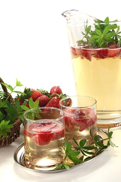 Bowle mit frischen Früchten